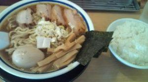 超大吉(上野)の特製ラーメンと白米