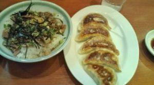 チャーシュー丼と餃子