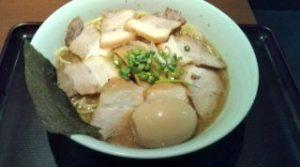 中華そばおかべ(川崎)の味玉チャーシュー麺