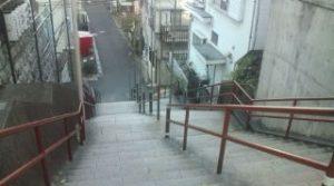 須賀神社階段上(再会シーン)