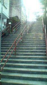 須賀神社階段下2(再会シーン)