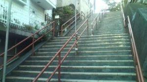 須賀神社階段下(再会シーン)