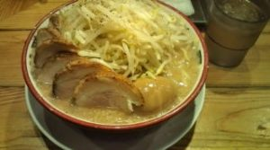 ラーメン麺少なめ玉子付+豚増し